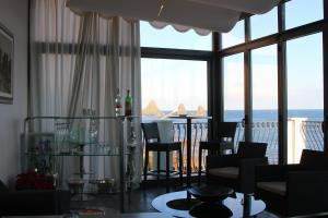 La Terrazza, Bed & Breakfast  Aci Castello - big - 35