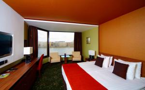 RiverView Double Room with Extra Bed