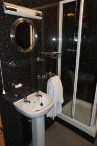 Hurst Dene Hotel, Bed & Breakfasts  Swansea - big - 38