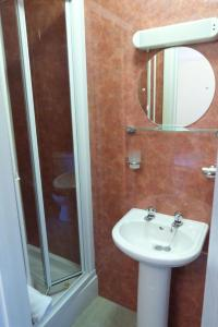 Hurst Dene Hotel, Bed & Breakfasts  Swansea - big - 26