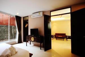 Feung Nakorn Balcony Rooms and Cafe, Hotely  Bangkok - big - 2