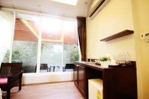 Feung Nakorn Balcony Rooms and Cafe, Hotels  Bangkok - big - 33
