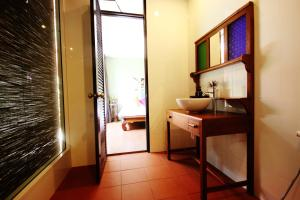 Feung Nakorn Balcony Rooms and Cafe, Hotely  Bangkok - big - 22