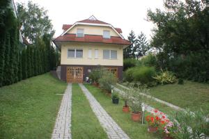 Roni Ház