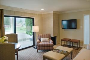 Mansion Estates One Bedroom Suite with Two Doubles
