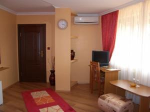 Family Hotel Silvestar, Отели  Велико-Тырново - big - 8