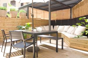Deluxe Two-Bedroom Apartment with Terrace - 11, Ronda Universitat Street