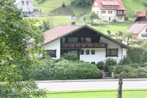 Haus Klumpp, Apartmány  Baiersbronn - big - 33