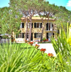 Hotel Villa Fiorisella, Szállodák  Marina di Massa - big - 23