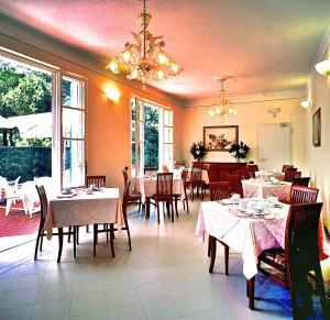 Hotel Villa Fiorisella, Szállodák  Marina di Massa - big - 42
