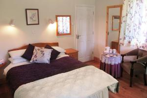 Gorteen Farmhouse Bed and Breakfast, Bed & Breakfasts  Tulla - big - 8