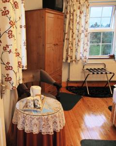 Gorteen Farmhouse Bed and Breakfast, Bed and breakfasts  Tulla - big - 14