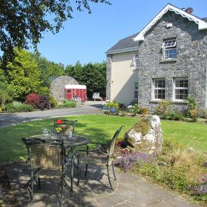 Gorteen Farmhouse Bed and Breakfast, Bed and breakfasts  Tulla - big - 1