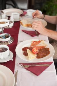 Agancsos Panzió Villány, Bed & Breakfasts  Villány - big - 9