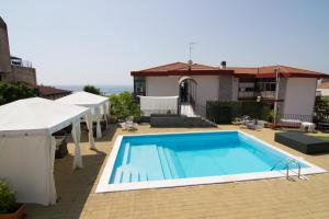 La Terrazza, Bed & Breakfast  Aci Castello - big - 32