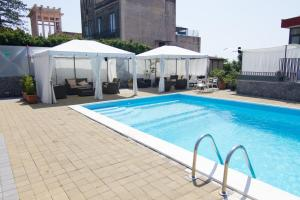 La Terrazza, Bed & Breakfast  Aci Castello - big - 31