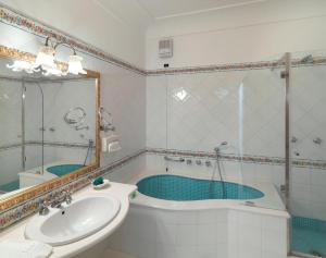 Hotel Villa Brunella, Отели  Капри - big - 5