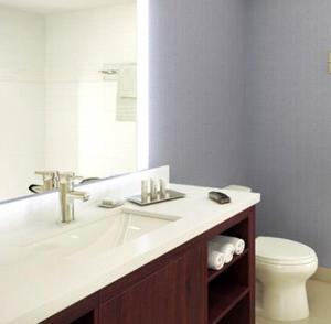 King Studio- Accessible with Bathtub- Non -Smoking