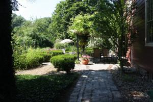 Schoolmaster's House Bed & Breakfast, Bed and Breakfasts  Niagara on the Lake - big - 28