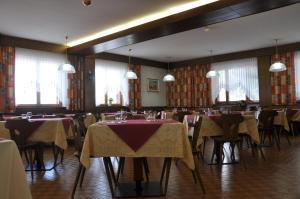 Casa Alpina Dobbiaco, Penziony  Dobbiaco - big - 11