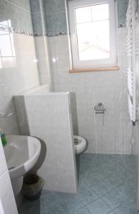 Villa Anastazis - Penzion Eden, Guest houses  Karlovy Vary - big - 24