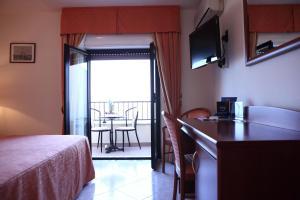 Hotel Za Maria, Hotel  Santo Stefano di Camastra - big - 167