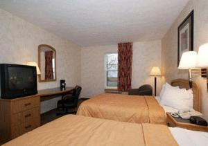 Queen Suite with Two Double Beds - Non-Smoking