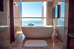 Pullman Oceanview Sanya Bay Resort & Spa, Hotels  Sanya - big - 11