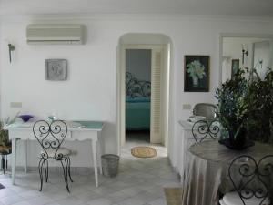 Casa Anna Capri Charme, Апартаменты  Капри - big - 4