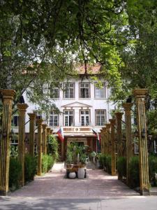 Hotel Trivia Antique