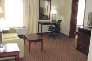 Suite King Executiva com Sofá-cama