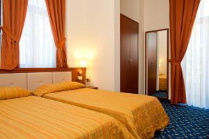 Hotel Benaco, Szállodák  Nago-Torbole - big - 36