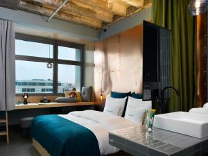 Standard Double Room with City View