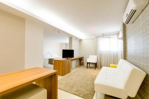 Deluxe Suite (2 Adults + 1 Child)