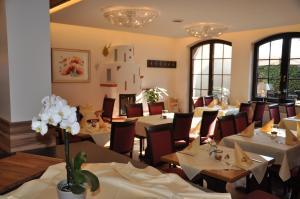 Hotel Restaurant Zum Schwan, Szállodák  Mettlach - big - 36