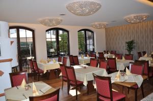 Hotel Restaurant Zum Schwan, Szállodák  Mettlach - big - 52
