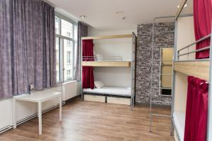 Bed in 8-Bed Dormitory Room with Private Bathroom