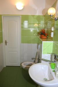 Villa Anastazis - Penzion Eden, Guest houses  Karlovy Vary - big - 36
