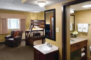 Family King Suite with Woods View