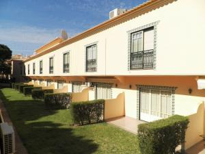 Bicos Beach Apartments AL by Albufeira Rental, Apartmanok  Albufeira - big - 7