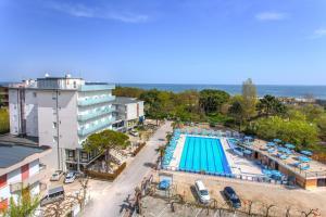 Hotel Beau Soleil, Отели  Чезенатико - big - 41