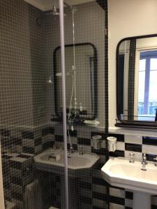 Superior Twin Room with Shower