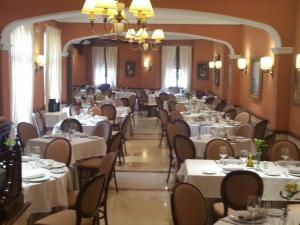 Hotel Manolo Mayo, Hotely  Los Palacios y Villafranca - big - 25
