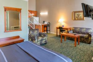 Two Room Suite with 2 Queen Beds