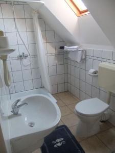 Castelinho Apartmanház, Apartments  Gyenesdiás - big - 4