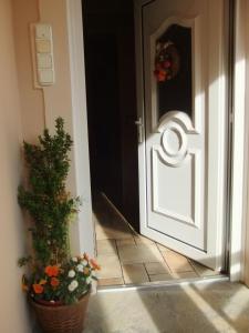 Castelinho Apartmanház, Apartments  Gyenesdiás - big - 16