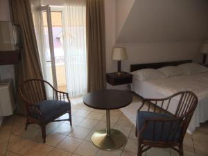 Castelinho Apartmanház, Apartments  Gyenesdiás - big - 8