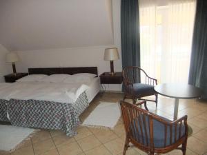 Castelinho Apartmanház, Apartments  Gyenesdiás - big - 9