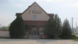 Anker Étterem és Panzió, Penziony  Gönyů - big - 14