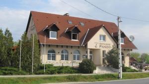 Anker Étterem és Panzió, Гостевые дома  Gönyů - big - 33